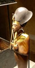 Chaouabti en bois portant la couronne khéprech et tenant la crosse et le fléau, 1336-1326 av. J.-C.