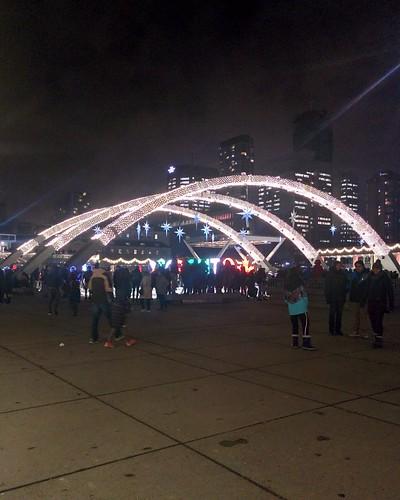 Arches (1) #toronto #torontocityhall #nathanphilipssquare #night #christmas #christmaseve #arch #latergram
