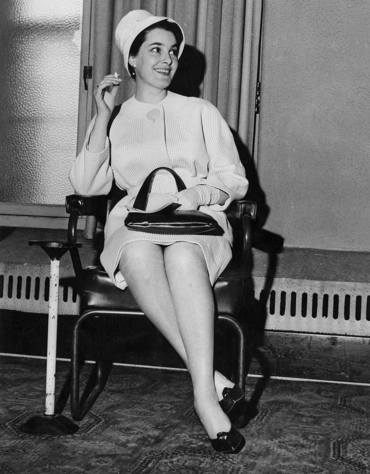 1961. Актриса Элина Быстрицкая на пресс-конференции в Лондоне в качестве гостя Британского общества советской дружбы, 16 мая