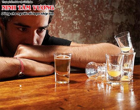 Rượu là nguyên nhân phổ biến làm tim đập nhanh mỗi dịp lễ tết