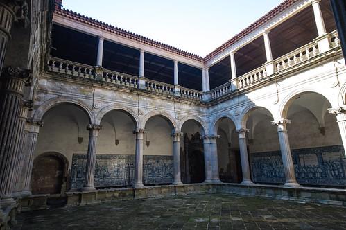 S? Catedral de Viseu Courtyard 2