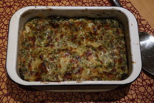 Spinatlasagne (auf dem Tisch)
