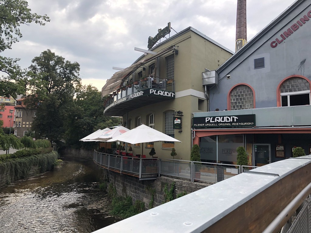 Puor Plaudit Restaurant