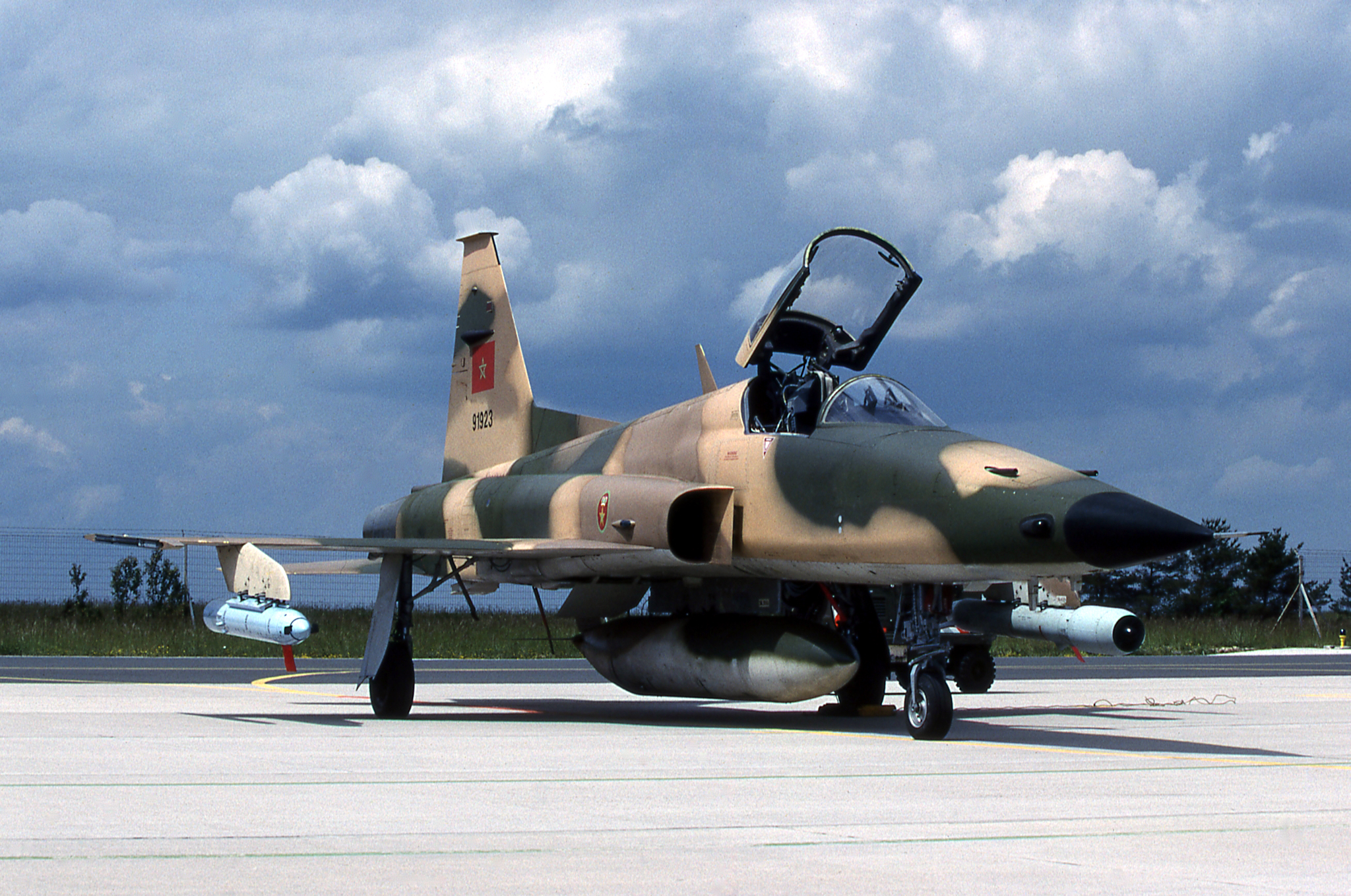 FRA: Photos F-5 marocains / Moroccan F-5  - Page 12 47295305521_6d0a913c1f_o