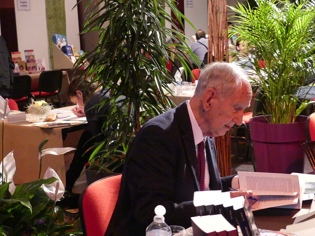 cherche rencontre gay author à Savigny sur Orge