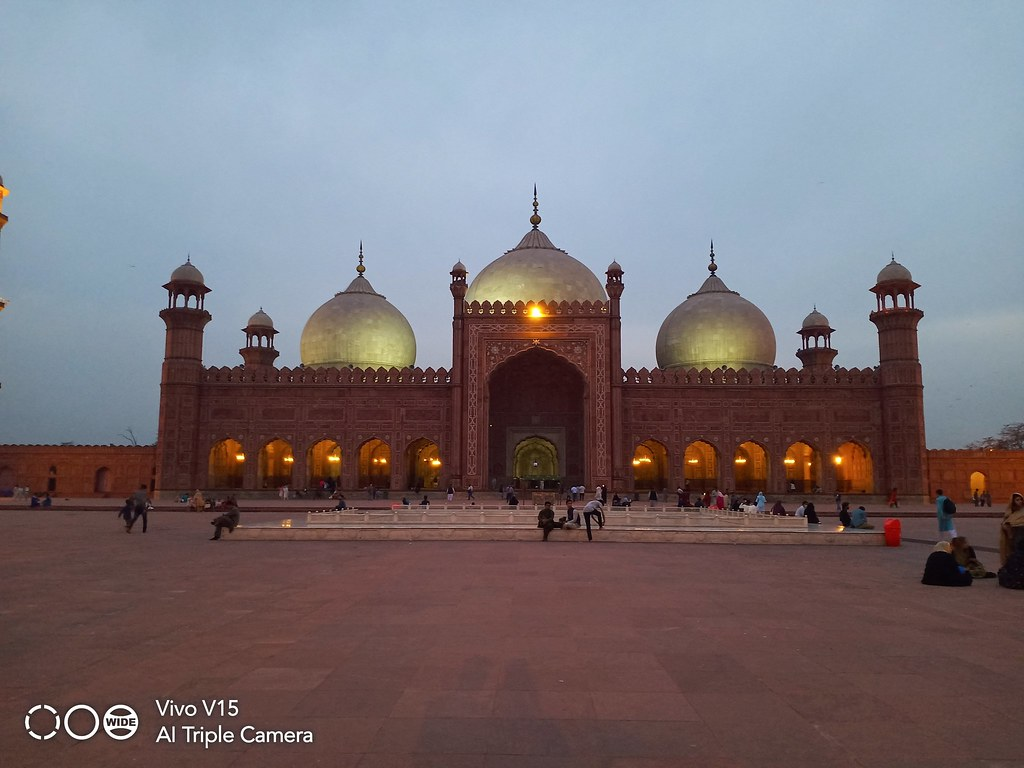 Badshahi Mosque Picture with Auto Mode on Vivo V15