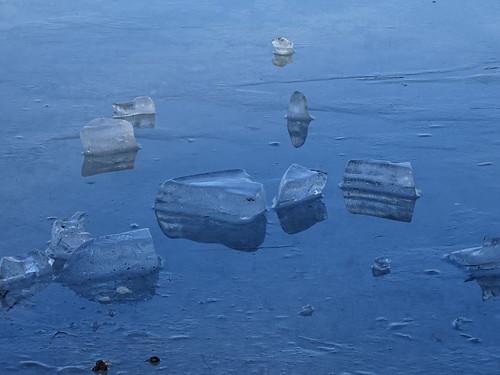 Eis auf dem Stausee Hohenfelden