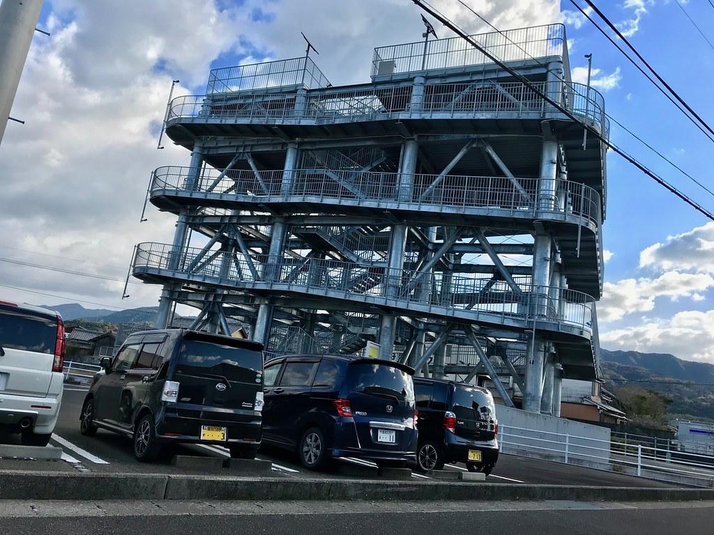 Een tsunami vlucht-toren