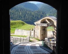 Pont levis, vue sur le Jura