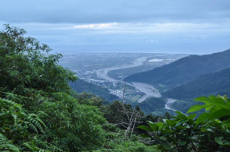 戶張山產道(H 778 m)東南俯瞰東海岸 (2)