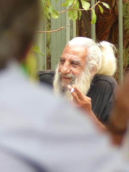 vieil homme à la barbe blanche