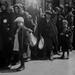 7. Familas judías a su llegada al campo de concentración de Auschwitz