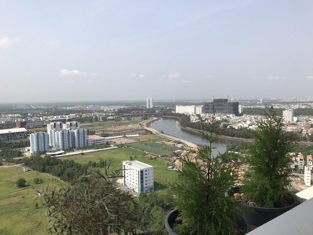 View hướng Tây nam nhìn từ căn hộ Sunrise City tháp V1.