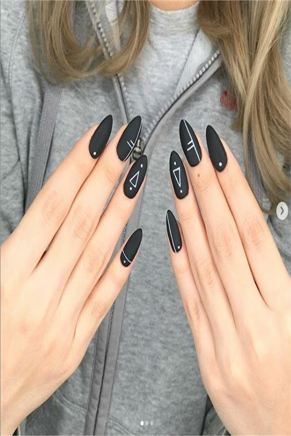 33 Amazing Black Nails Designs For You #2019_nails #nail_art_designs #winter_nails #black_nails