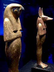 Statue en bois doré de Horsemsou (Horus l'Ancien), Statue à tête de chacal de Douamoutef sur socle, en bois doré, 1336-1326 av. J.-C.