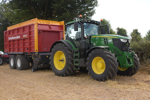Melleray Vintage Club Vintage Combine Exhibition 2018 John Deere 6230R Tractor with a Schuitemaker Rapide 5800 Silage Pick Up Wagon