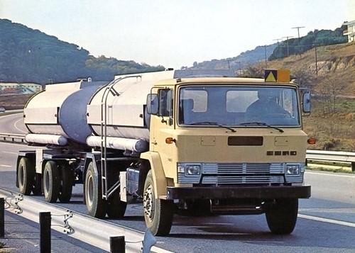 camió Ebro P i remolc cisterna