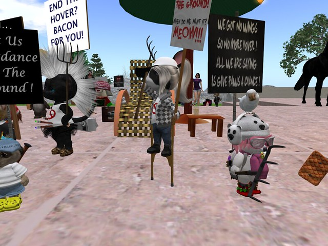 Dinkie, Titchy, and small mesh avatar protest at Linden Governors Mansion