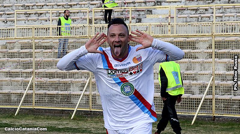 L'esultanza di Matteo Di Piazza, match-winner al Ceravolo