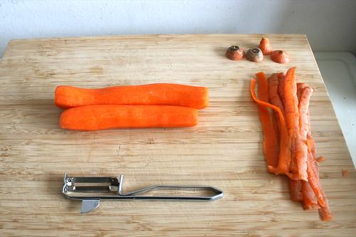 03 - Möhren schälen / Peel carrots