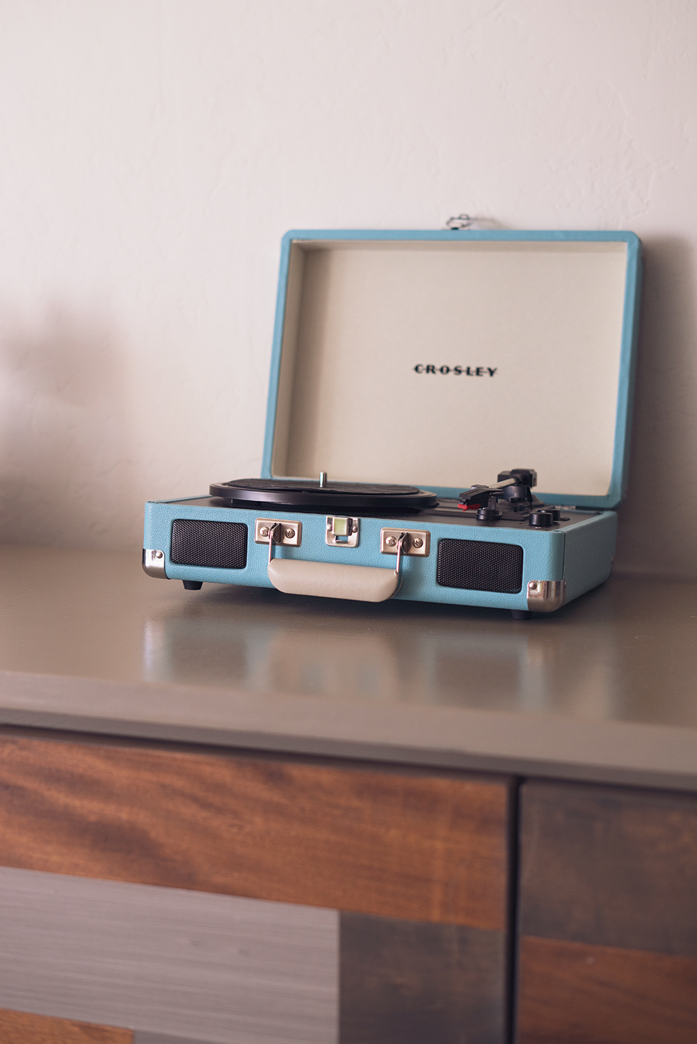 05goodland-santabarbara-hotel-travel-recordplayer