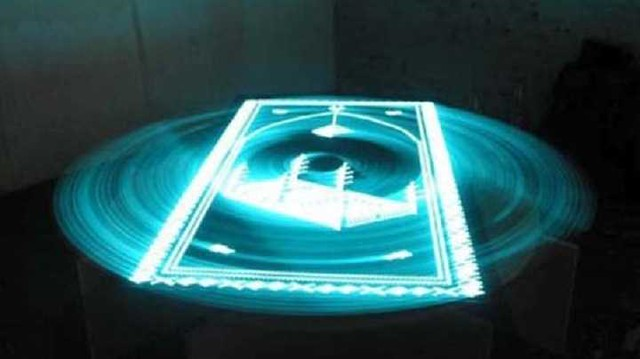 4885 El Sajjadah - A Prayer mat which lights up when facing Makkah 01