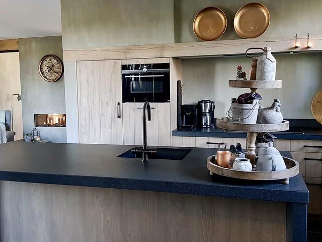 Keuken met kookeiland landelijk stoer