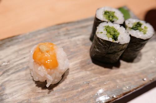 食事 銀しゃりイクラソースと野沢菜細巻  ~ 味噌汁 ~