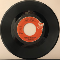SERGIO MENDES:NEVER GONNA LET YOU GO(RECORD SIDE-A)