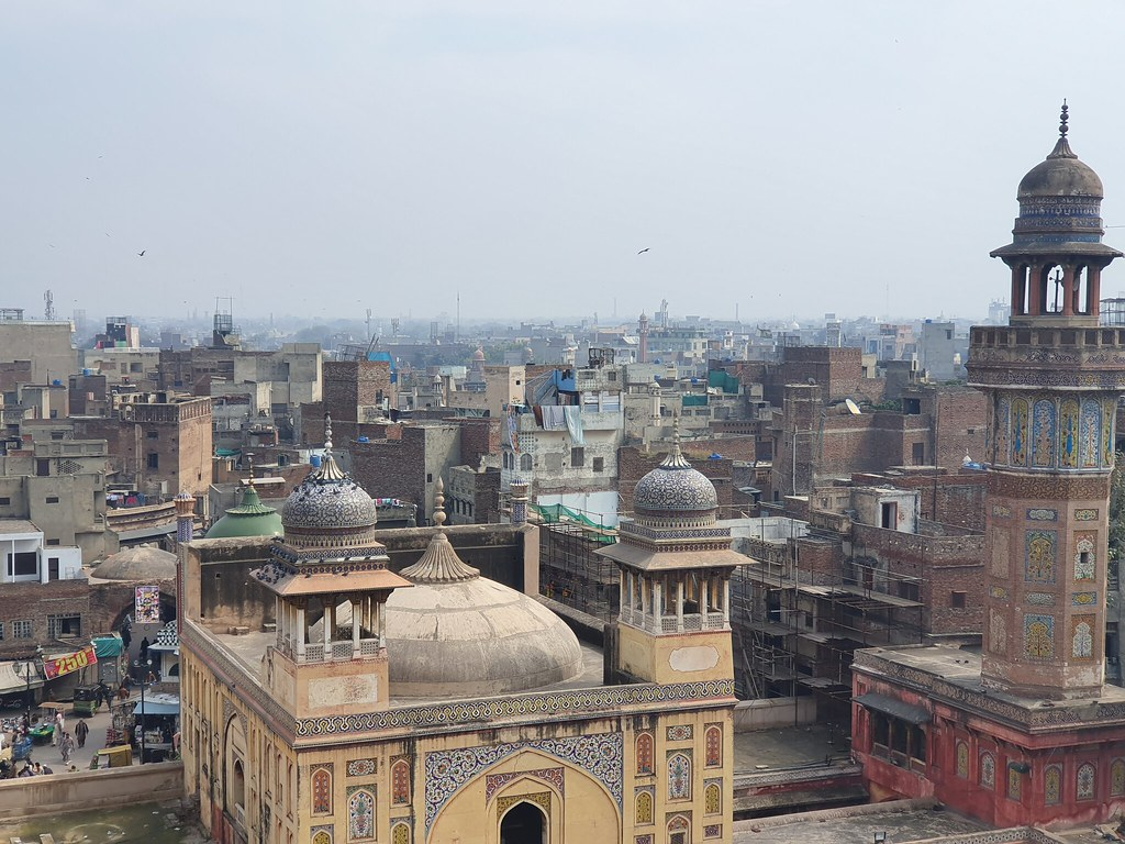 Wazir Khan Mosque Picture with telephoto lens on Samsung Galaxy S10 Plus