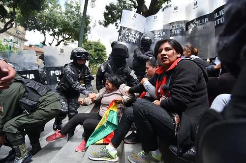 mujeres huanuni policia plaz murillo  50870201_2061834820581368_2665618104473616384_n
