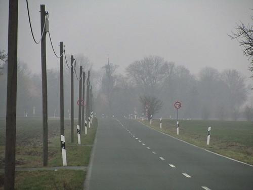 20110316 0203 299 Jakobus Straße Feld Nebel