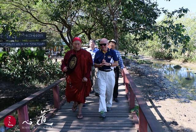20190115 緬甸大金塔下 祈願地球平安