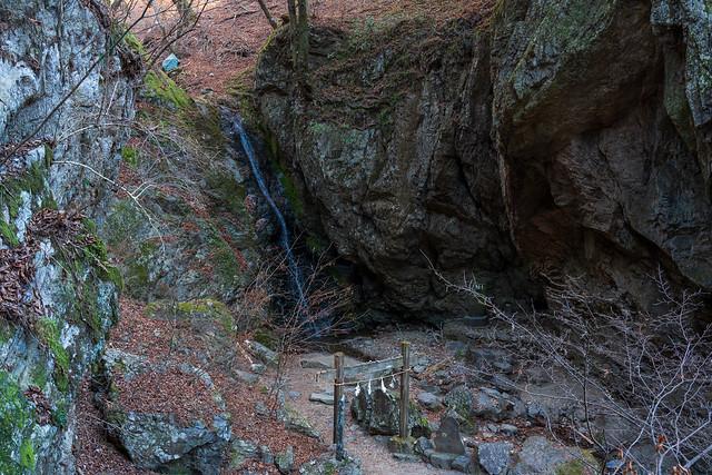 綾広ノ滝へ下る