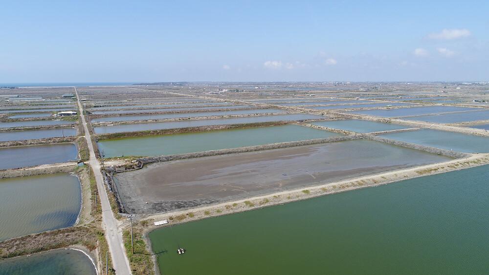 永鑫能源將協助 Google 架設 40,000個太陽能面板至台南的養殖場魚池,將土地有效利用率最大化,並嘉惠當地的養殖業者。圖片來源:Google