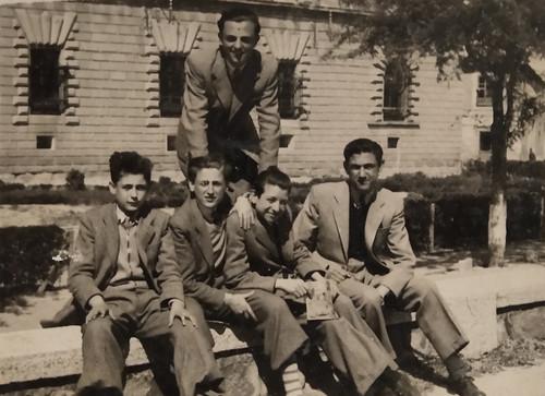 Hospital Tavera - 1947. Antonio Moragón a la derecha, sentado y Sánchez-Colorado a su lado. Colección de Pedro Sánchez-Colorado