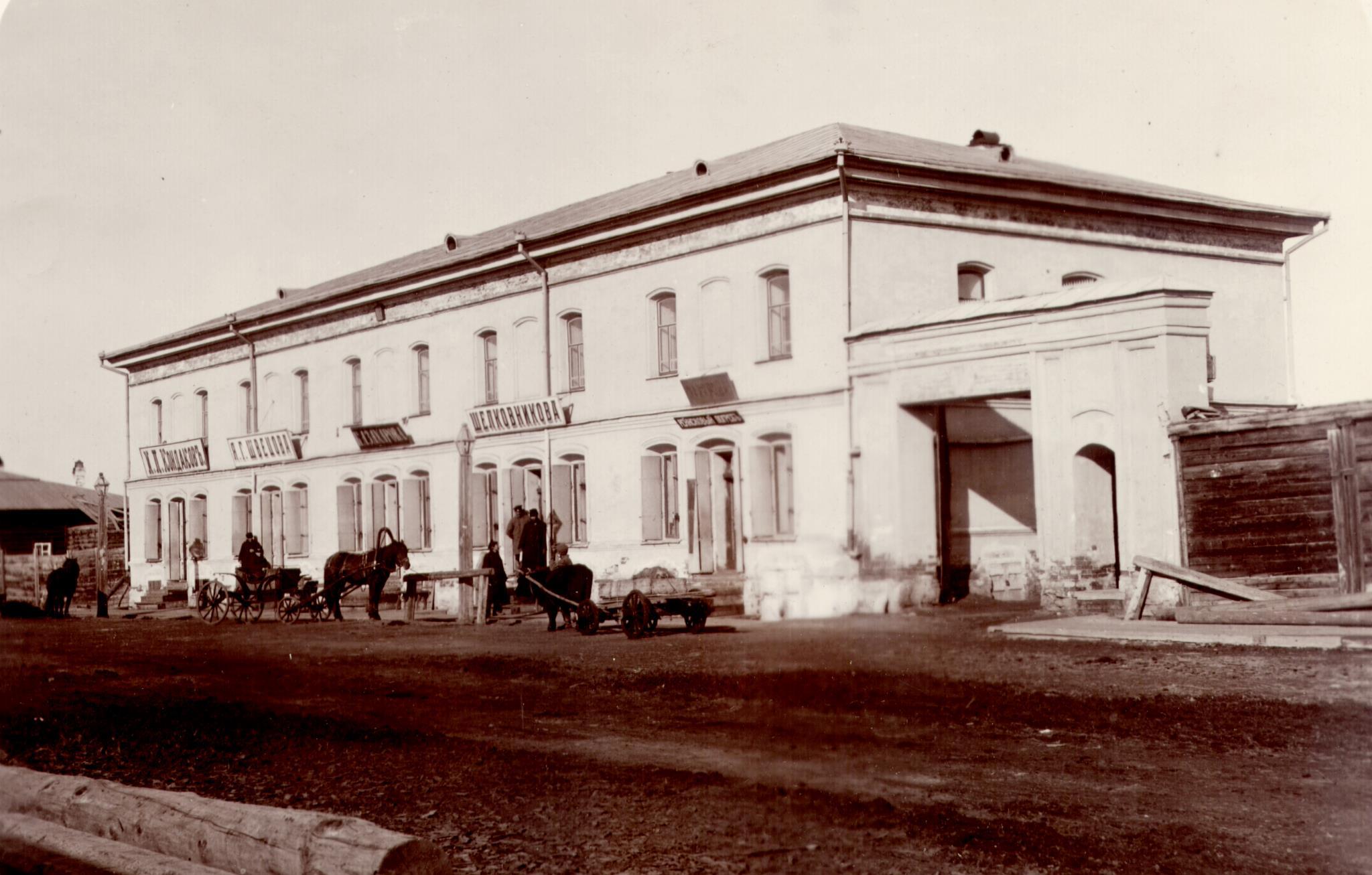 Двухэтажное кирпичное здание купца Захарова