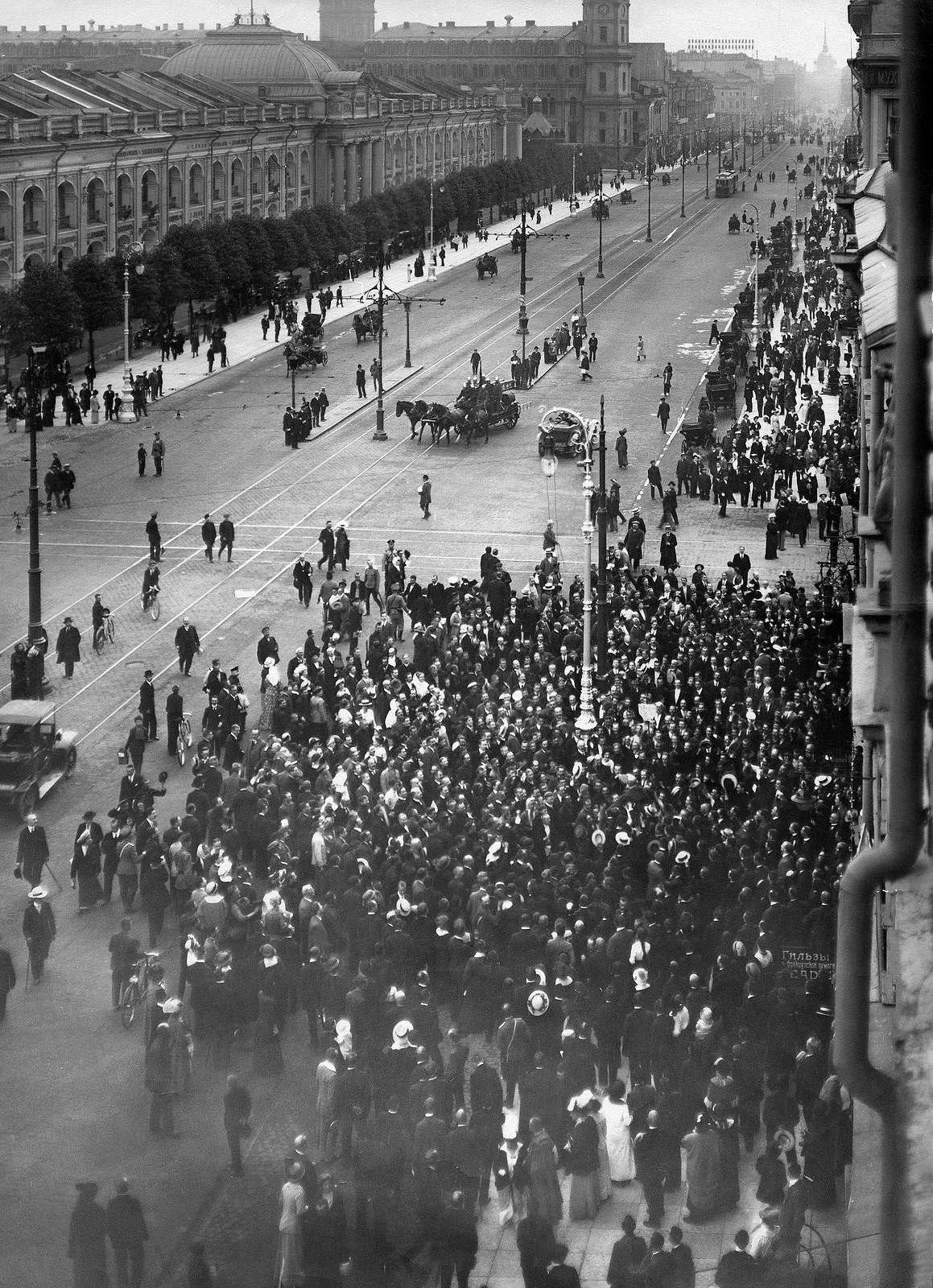 Манифестация на Невском проспекте. 1915