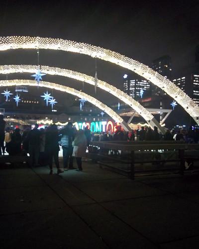 Arches (2) #toronto #torontocityhall #nathanphilipssquare #night #christmas #christmaseve #arch #latergram