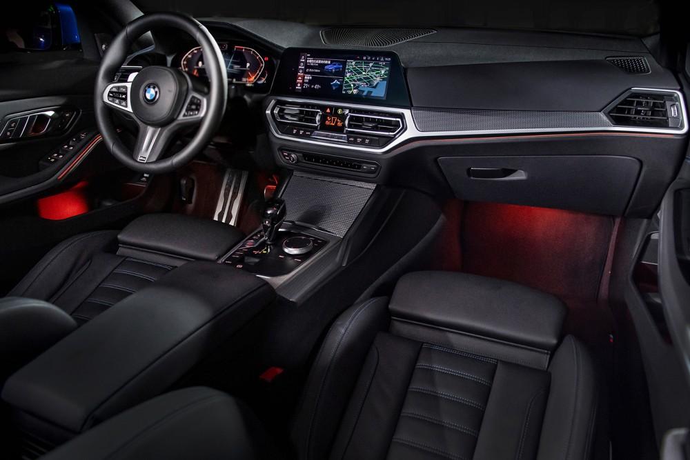 [新聞照片七] 全新世代BMW 3系列搭載全數位虛擬座艙,具12.3吋虛擬數位儀錶及10.25吋中控觸控螢幕,展現前衛科技氛圍
