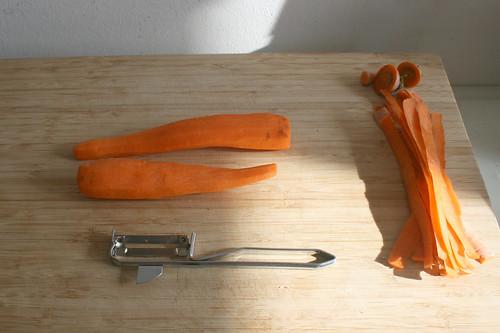 01 - Möhren schälen / Peel carrots