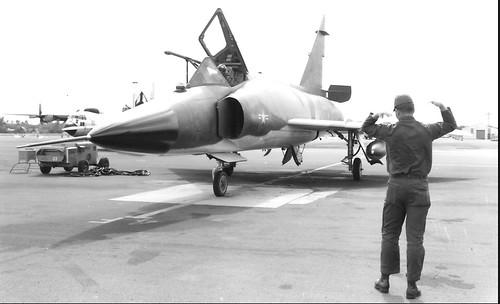 F-102 removable boom