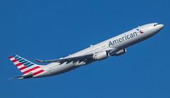 EGLL - Boeing 777 - American Airlines - N270AY