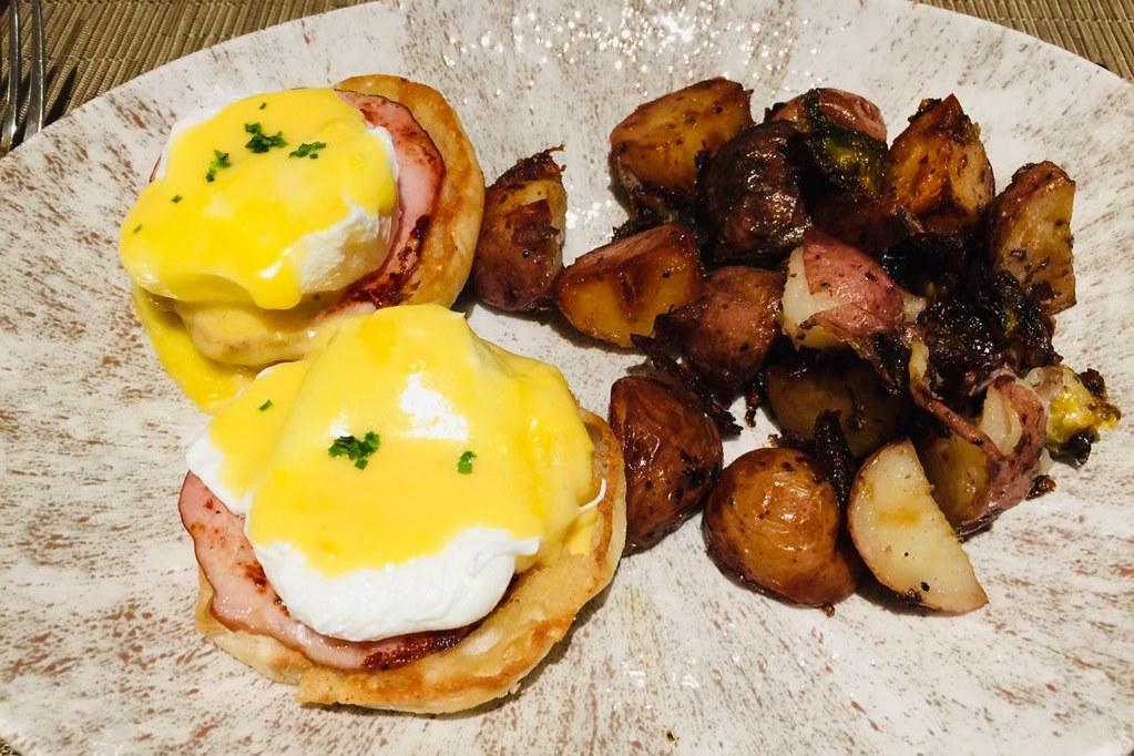 tomsonsrestaurant-eggsbenny1