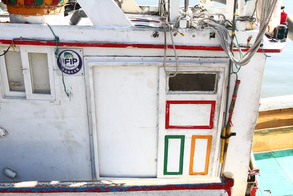 船上有FIP標誌的延繩釣作業漁船