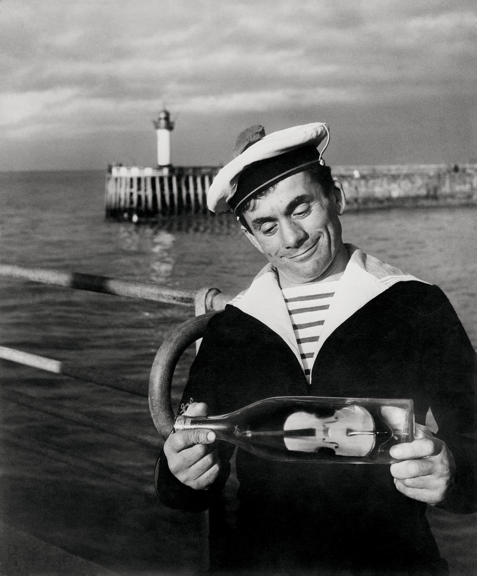1950-е. Моряки из Божоле имеют странную привычку класть все в бутылку