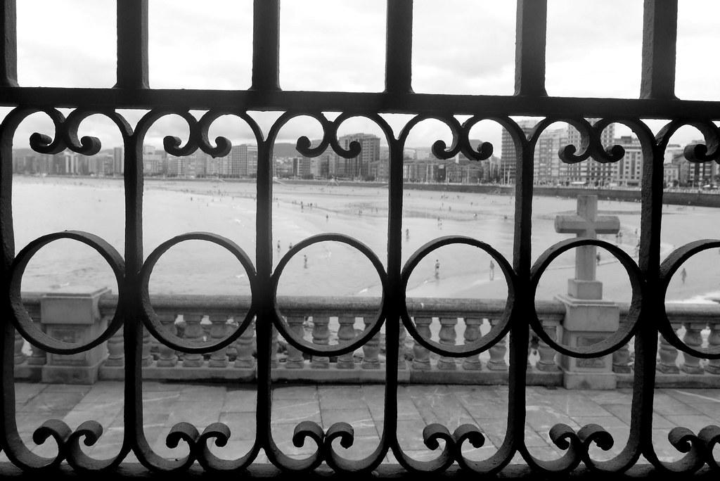 Gijón: playa de san Lorenzo desde el atrio de la iglesia de san Pedro