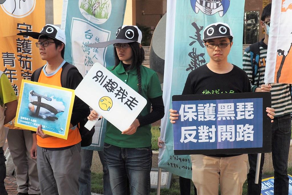 環團呼籲重視濕地價值,劃設茄萣國際級濕地,保護黑面琵鷺重要棲息地。攝影:李育琴