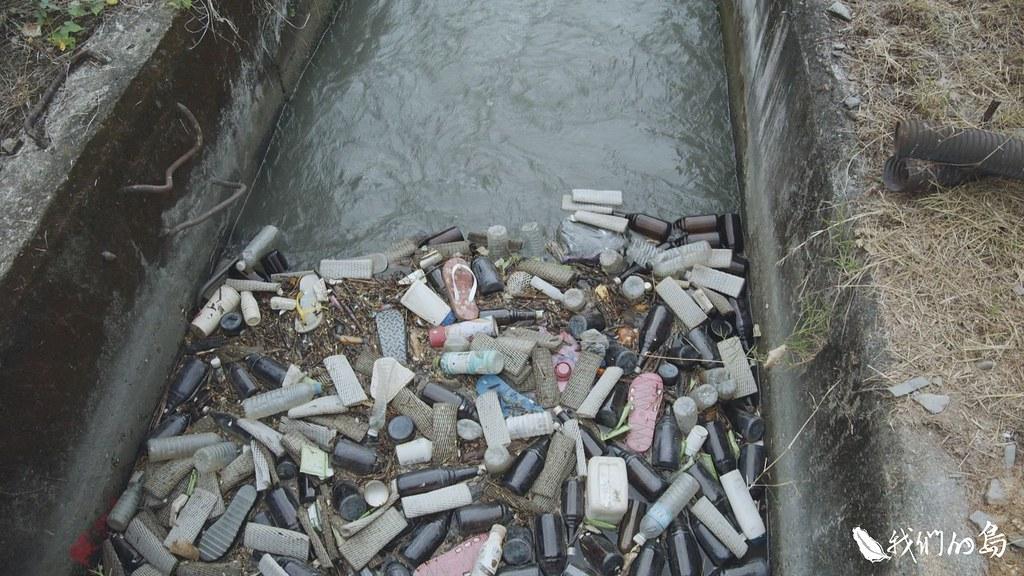 卑南上圳是利用灌渠發電的小水力電廠,但垃圾與藻類相當多,幾乎每兩個小時就要清理一次。