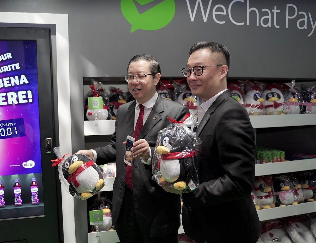 (From left) YB Tuan Lim Guan Eng, Finance Minister of Malaysia, presenting the WeChat Pay MY application together with Poshu Yeung, Vice President, International Business Group at Tencent.